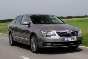 skoda-superb-hatch-1-front-tracking