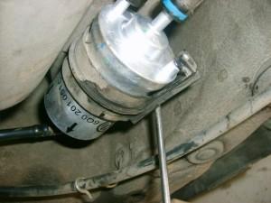 Замена топливного фильтра на Шкоде Фабии