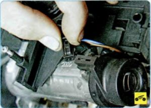 Замена цилиндра выключателя (замка) зажигания Шкода Октавия