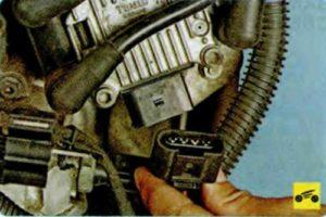 Снятие и установка модуля зажигания Skoda Octavia